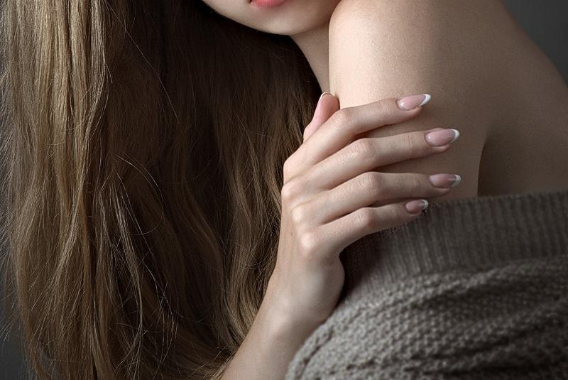 美しい女性の手の画像
