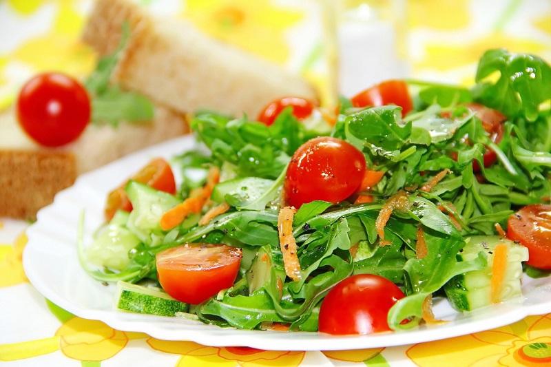 美味しそうなトマトのサラダの画像