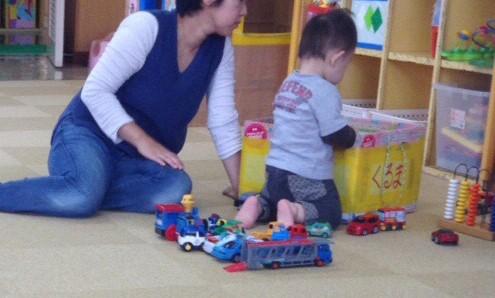 保育士さんと園児の写真